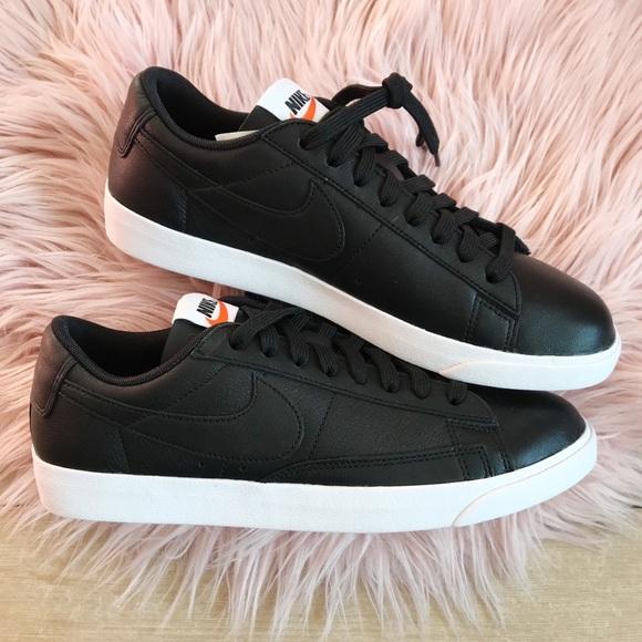 Nike blazer low le sneaker 1dd7a443b